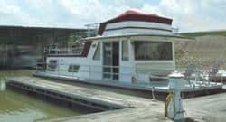 twin inboard houseboat docking
